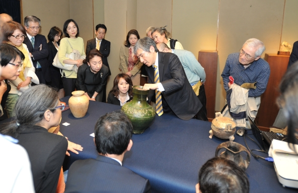 Gallery talk by Tadashi Kawashima on Chinese pottery figures of animals in year of the sheep.