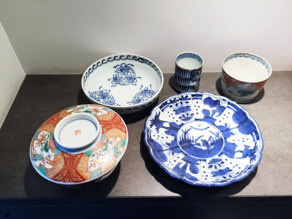 Enjoyable Dinning table ware set: Charity Auction