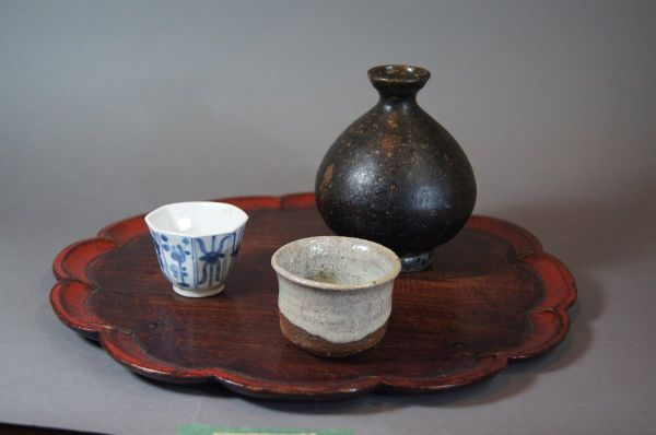 Enjoyable ware of sake, tea and flower